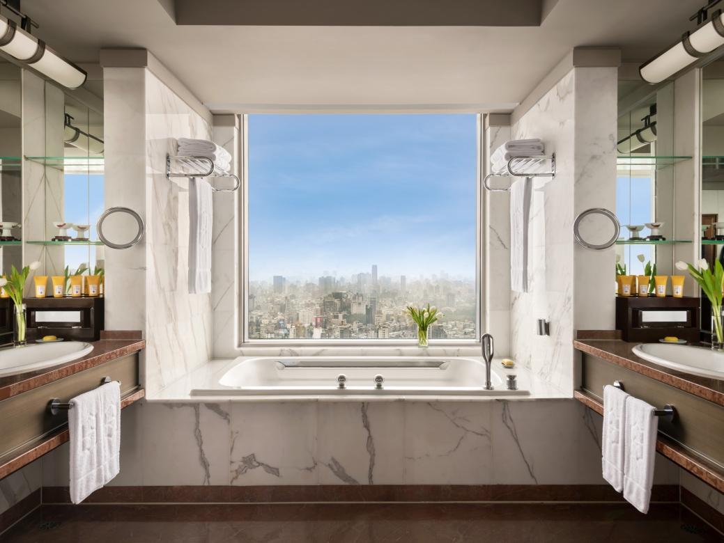 Presidential Suite Bedroom bathroom